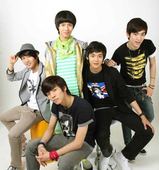 http://getlazy.files.wordpress.com/2008/08/shinee11uu7nd7.jpg